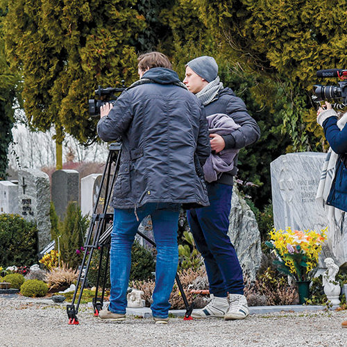 """Der Werbeclip """"12:34"""" wurde in einem einzigen Drehtag in Freilassing an drei verschiedenen Schauplätzen mit sechs Schauspielern gedreht."""